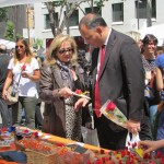 Carles Agusti Comissionat de Participacion Ciutadana visitar la parada d'ABD