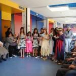 Nens i nenes de la Ludoteca interpretant la llegenda de Sant Jordi