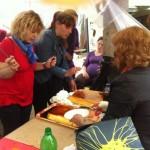 Postres y otras delicias en la comida comunitaria